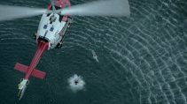 781166630-ahogarse-socorrista-peligro-maritimo-helicoptero-de-rescate
